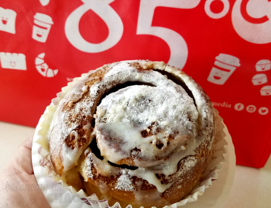 85 °C Bakery Cafe Cinnamon Roll