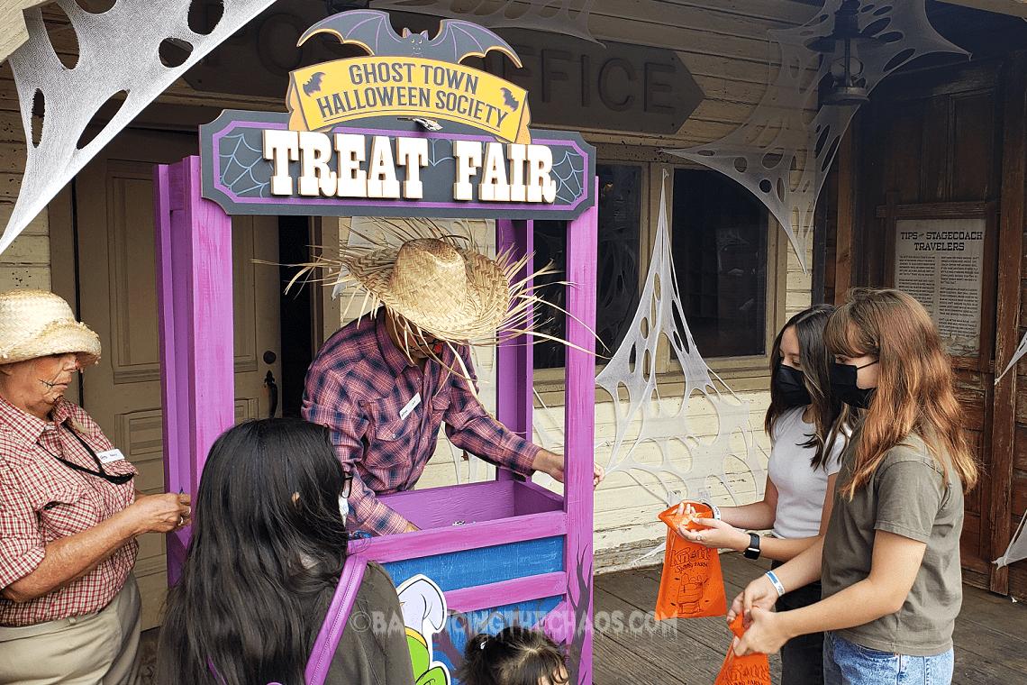 Knott's Spooky Farm Treat Fair